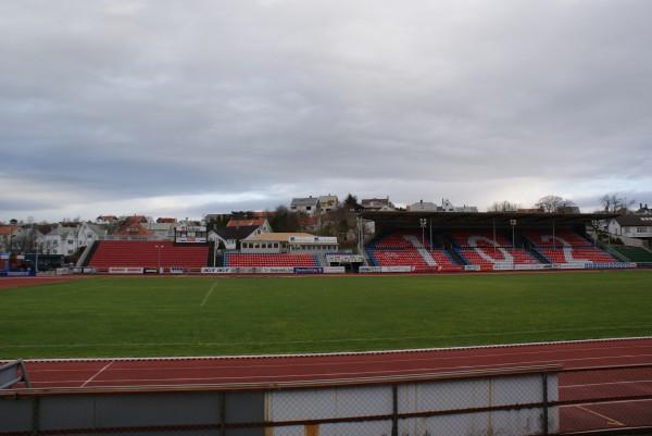 SESONGSLUTT: Sesongen ble avsluttet med opprykk til eliteserien for FKH. For tiden får Haugesund Stadion en etterlengtet pause fra taggete fotballstøvler. Foto: Elin B. Øvrebø