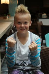 Fjorårsvinneren: Torstein Snekvik (11) skal dele ut prisen til årets MGPjr-vinner. Foto: Karstein Sollid