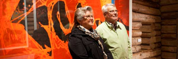 Brith og Dag Christie i tømmerlåven på Nyfossum
