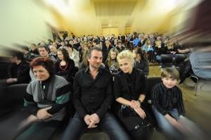 Fra venstre: Mamma Jorunn, ektemann Paul Ottar, Evy og sønnen Vetle. Foto Borgar Jønvik