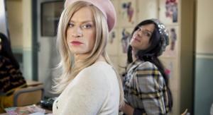 """FJORTISJENTER: Tina og Bettina blir ikke fornøyde når skolen får en """"innvandrer"""" på skolen. Nemlig Synnøve Risnes. FOTO: TAPPELUFT PICTURES"""
